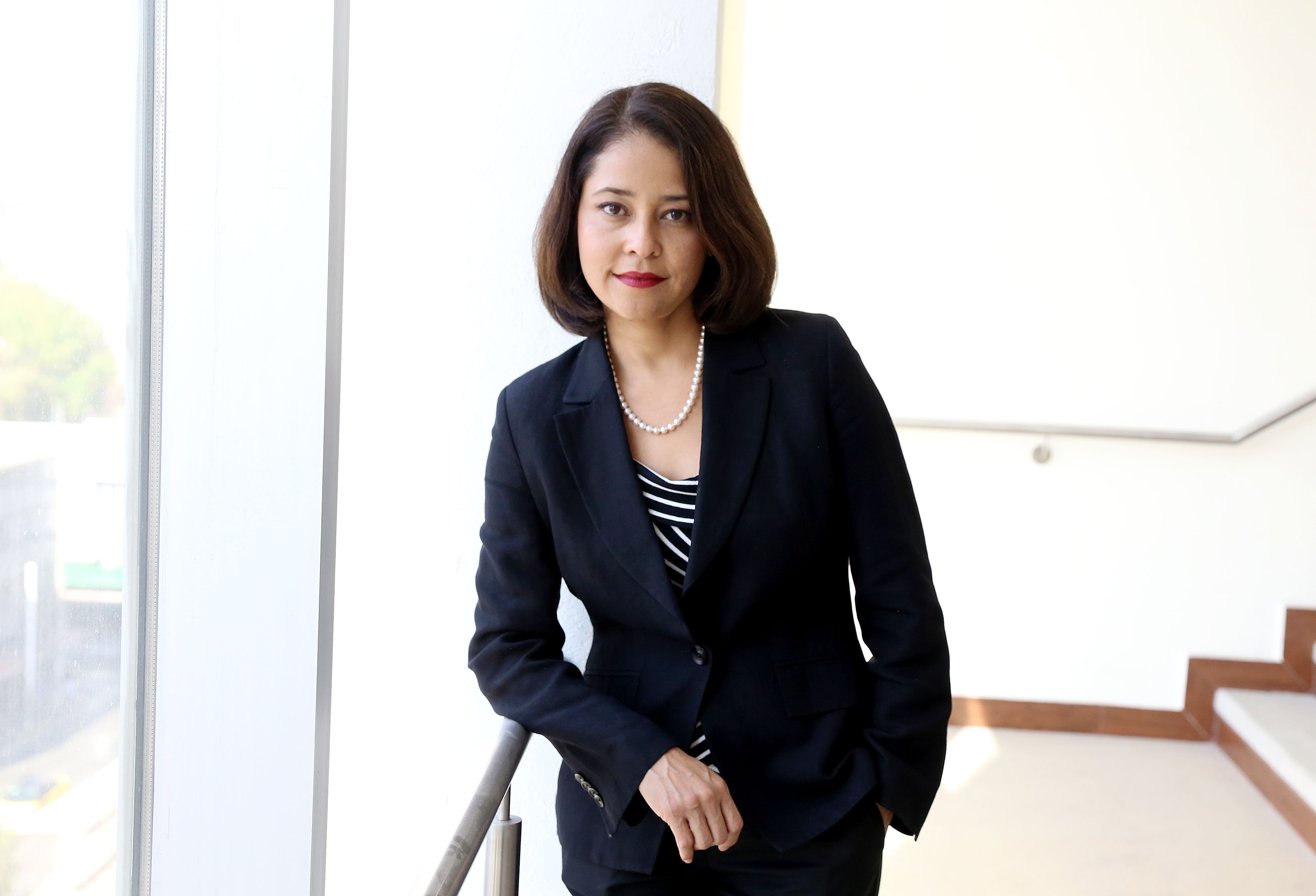 Dra.Claudia Palafox posa para la foto individual sin cubrebocas
