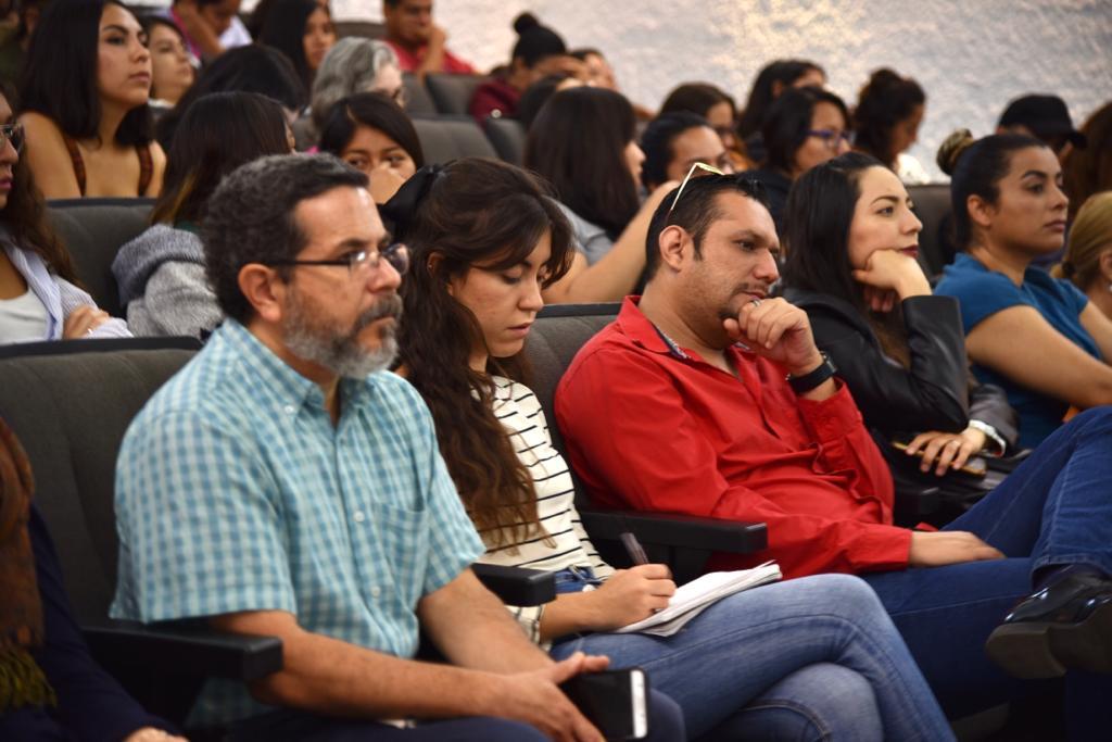 Maestros , investigadores y alumnos asistentes