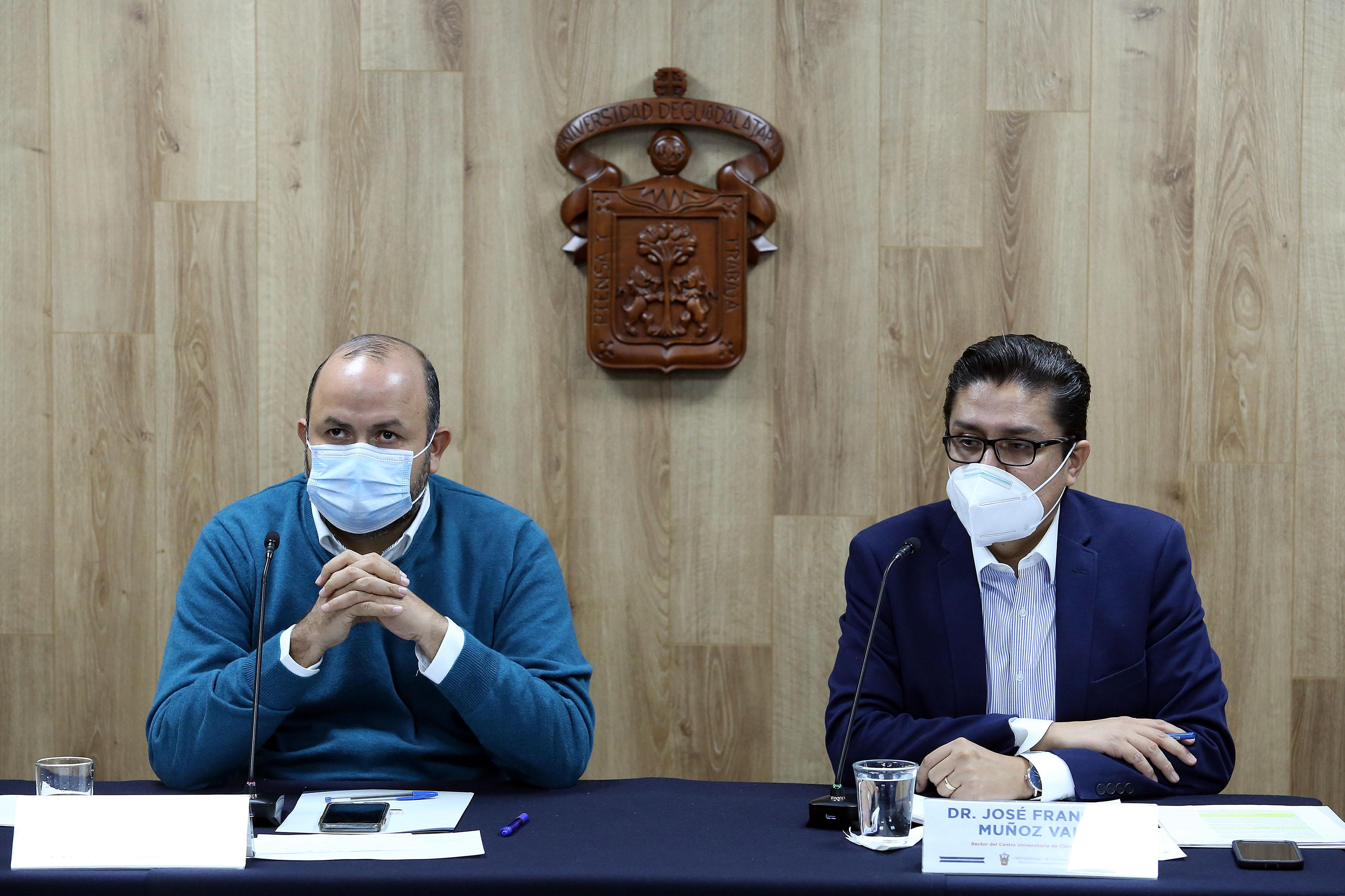 Rector General y Rector del CUCS en rueda de prensa