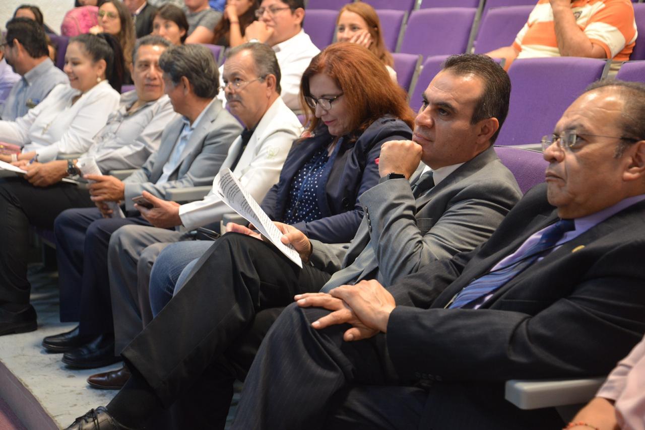 Directivos y académicos del CUCS y de la SSJ asistentes a la conferencia