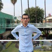 Demetrio Rodríguez en el balcón del Edificio H