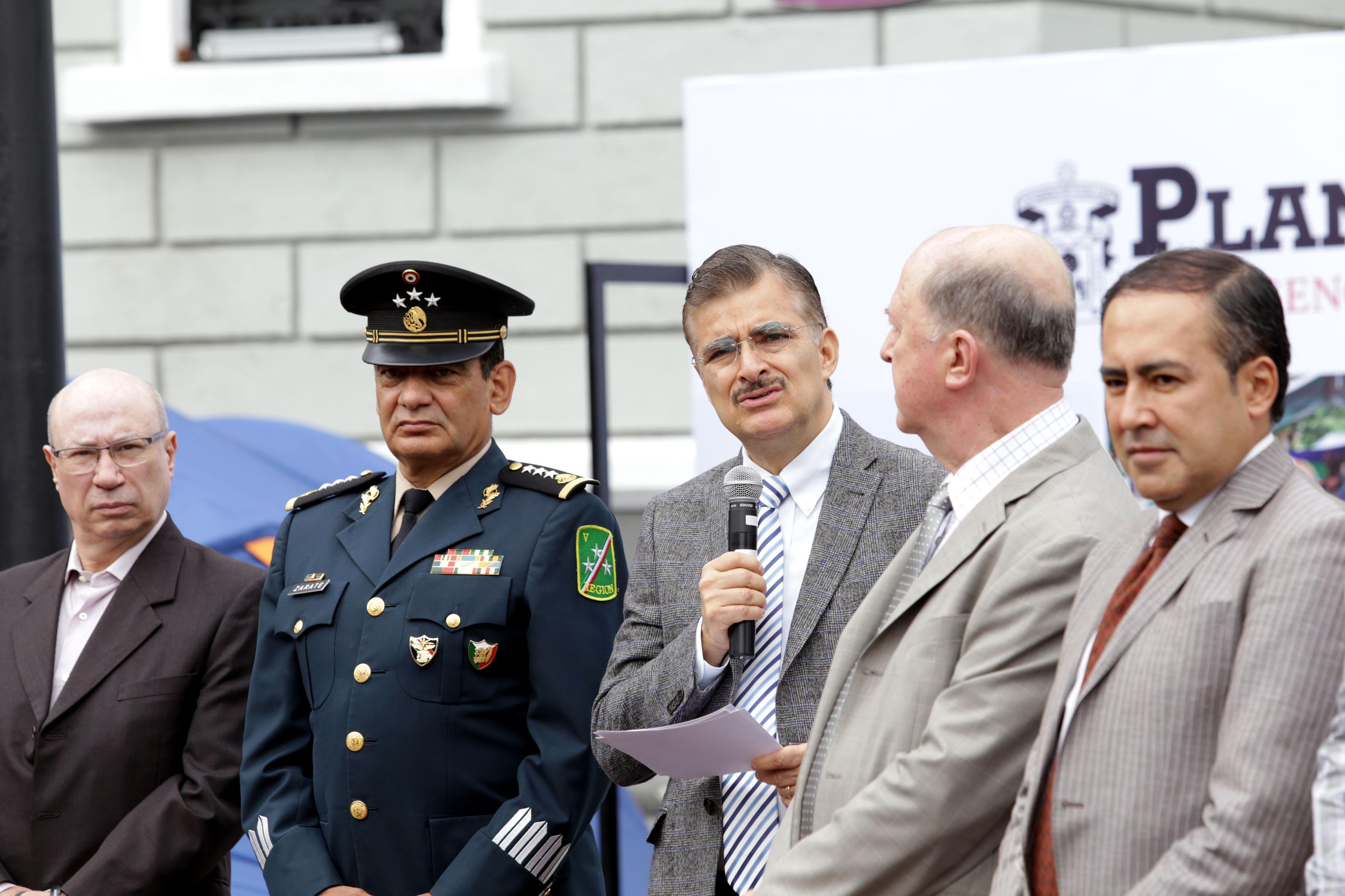 Rector general habla. En la imagen aparece el rector del CUCS, Dr. Jaime Andrade Villanueva