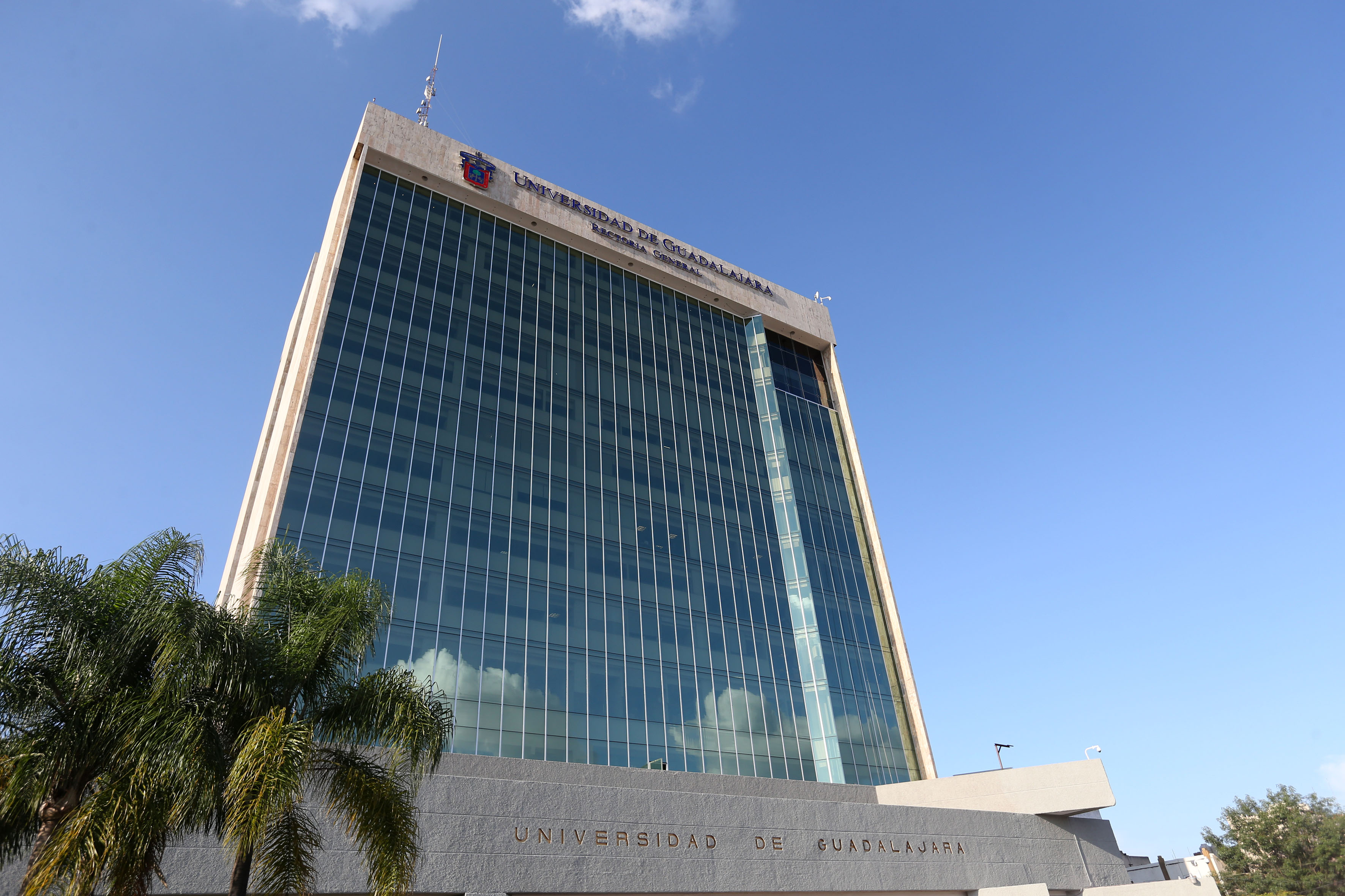 Fachada en perspectiva del edificio de Rectoría General