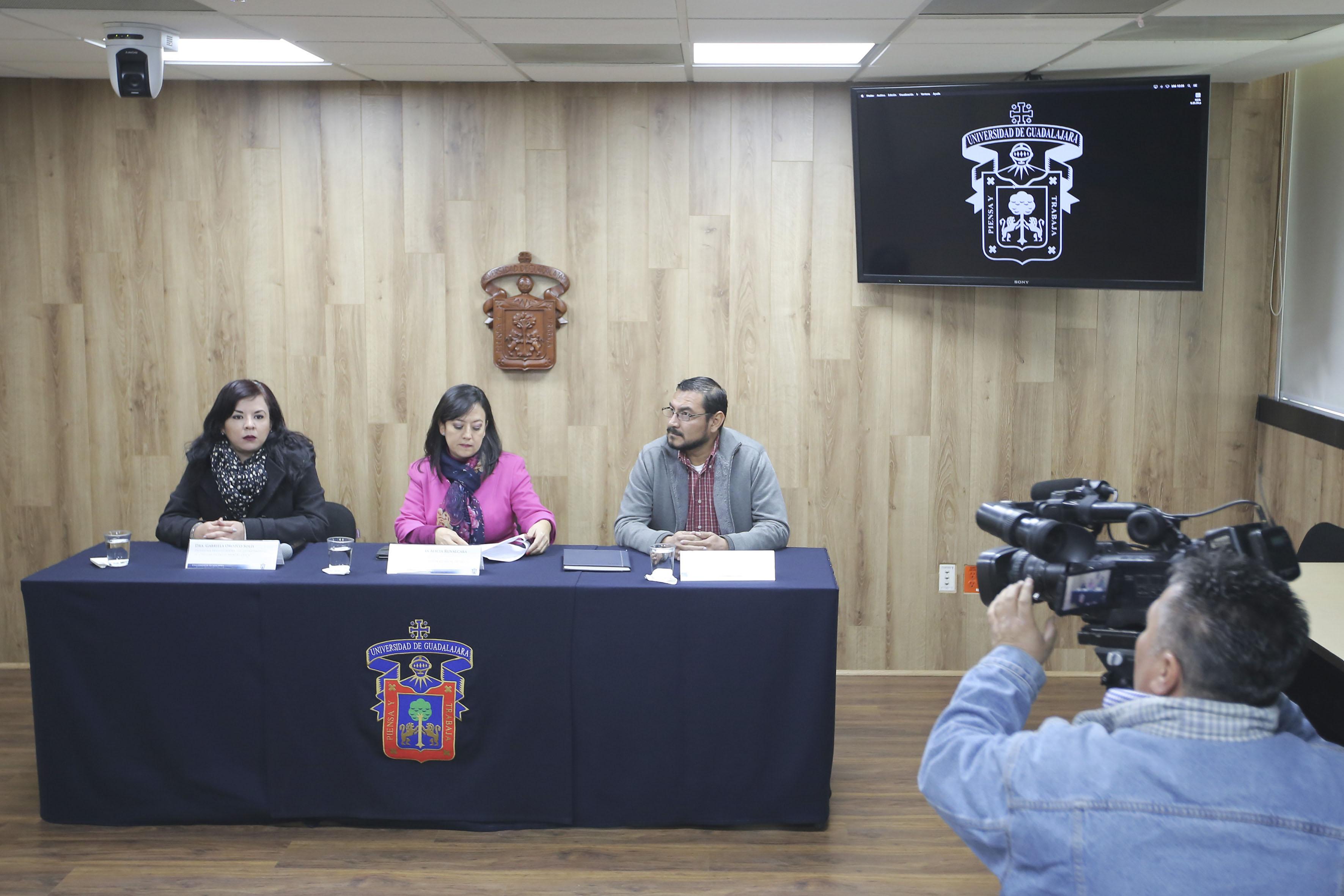 Miembros del presidium y camarógrafo de Televisa