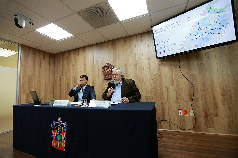 Investigadores CUCS presidiendo rueda de prensa