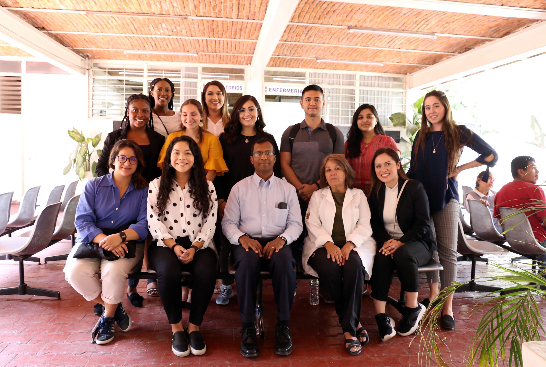 Alumnos de la Universidad de San Antonio en la Unidad Modelo del CUCS