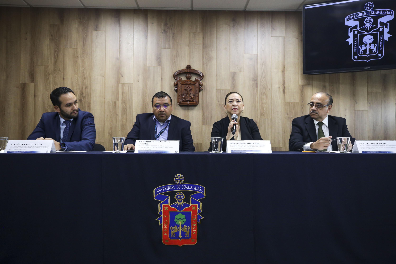 Miembros del presídium en rueda de prensa