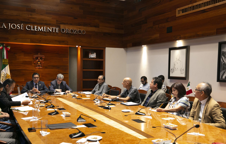 Integrantes de la comisión reunidos en Rectoría General