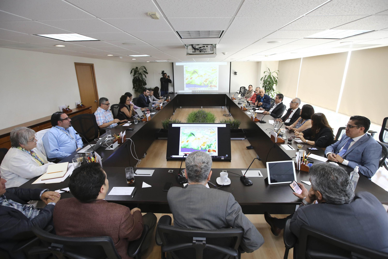 Funcionarios y directivos de UdeG y Hospitales Civiles en sesión de Comité