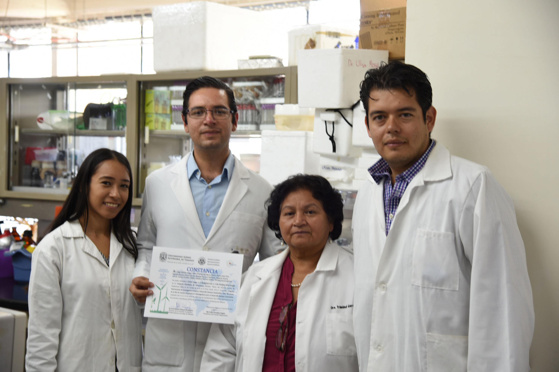 Grupo de investigadores posando para la foto