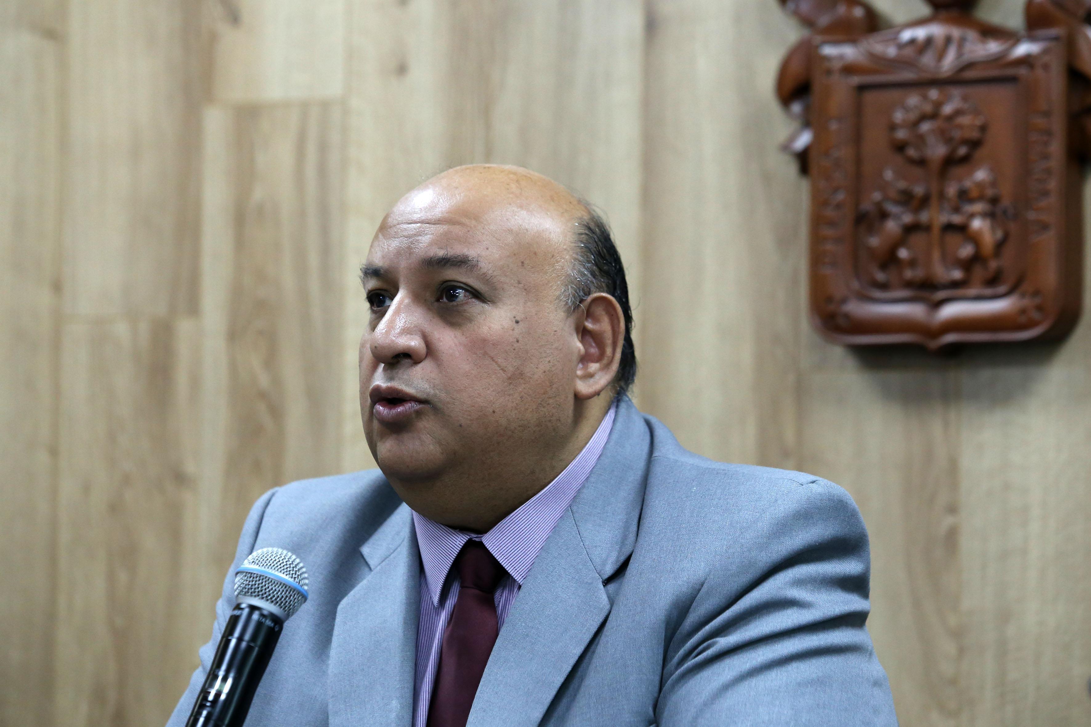Mtro. Francisco Gutiérrez exponiendo