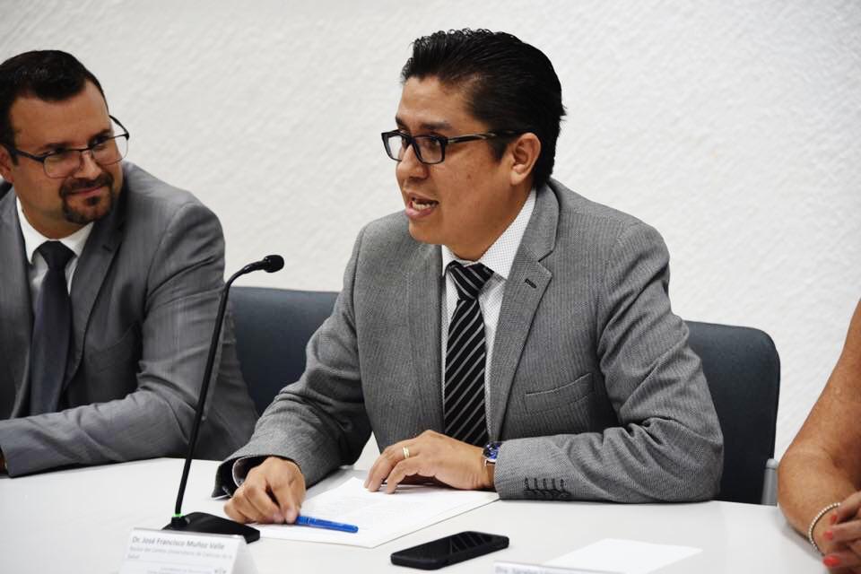 Rector CUCS presidiendo reunión de presentación de directivos