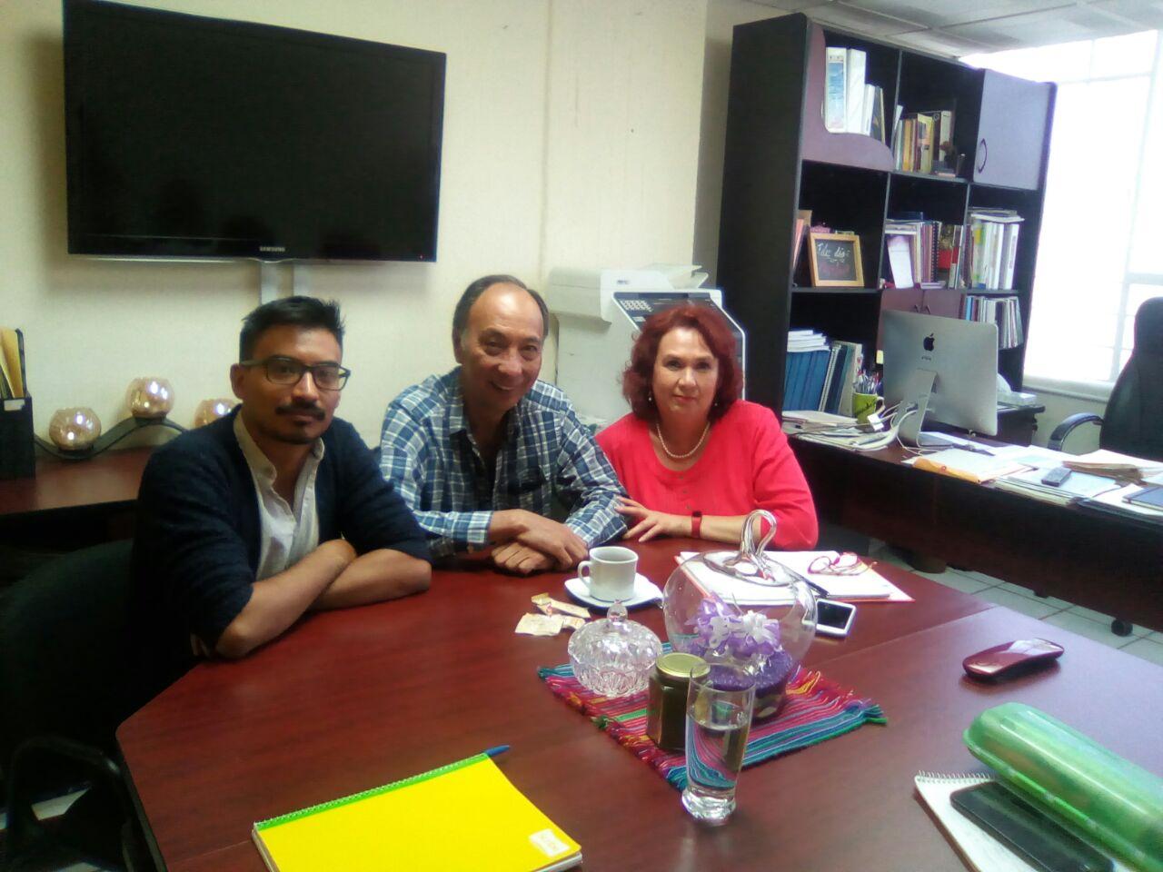 Académicos y alumnos de maestría responsables del taller