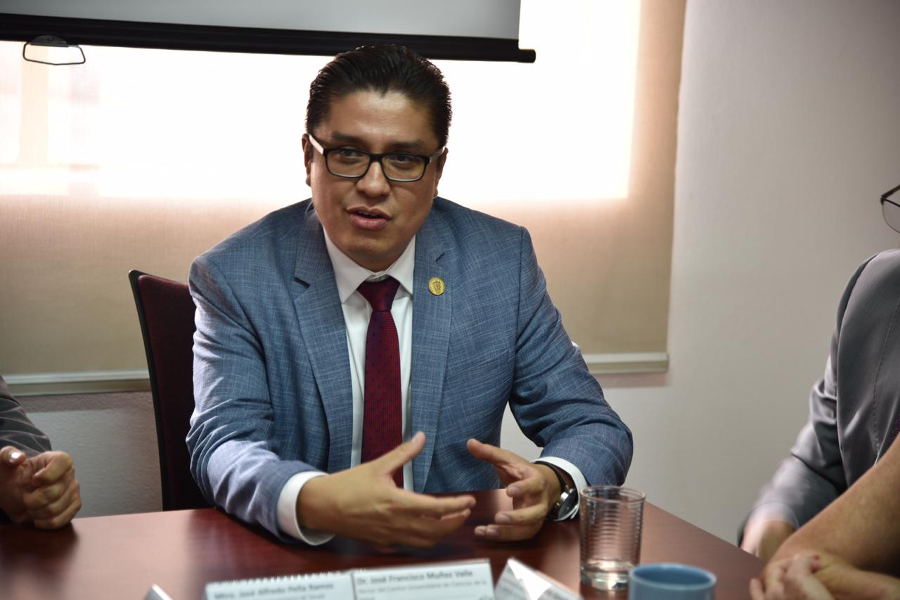 Rector de CUCS haciendo uso de la voz durante evento de firma del acuerdo