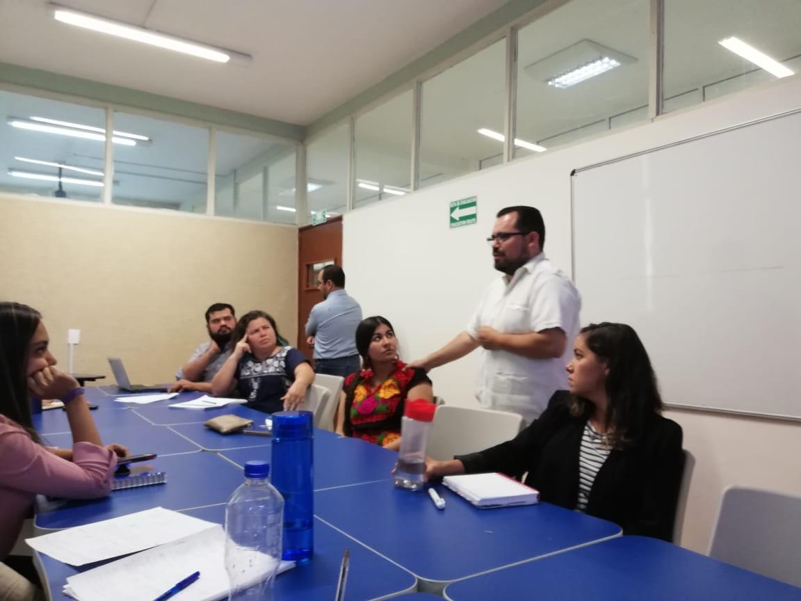 Ponente Univesidad de Guanajuato impartiendo seminario
