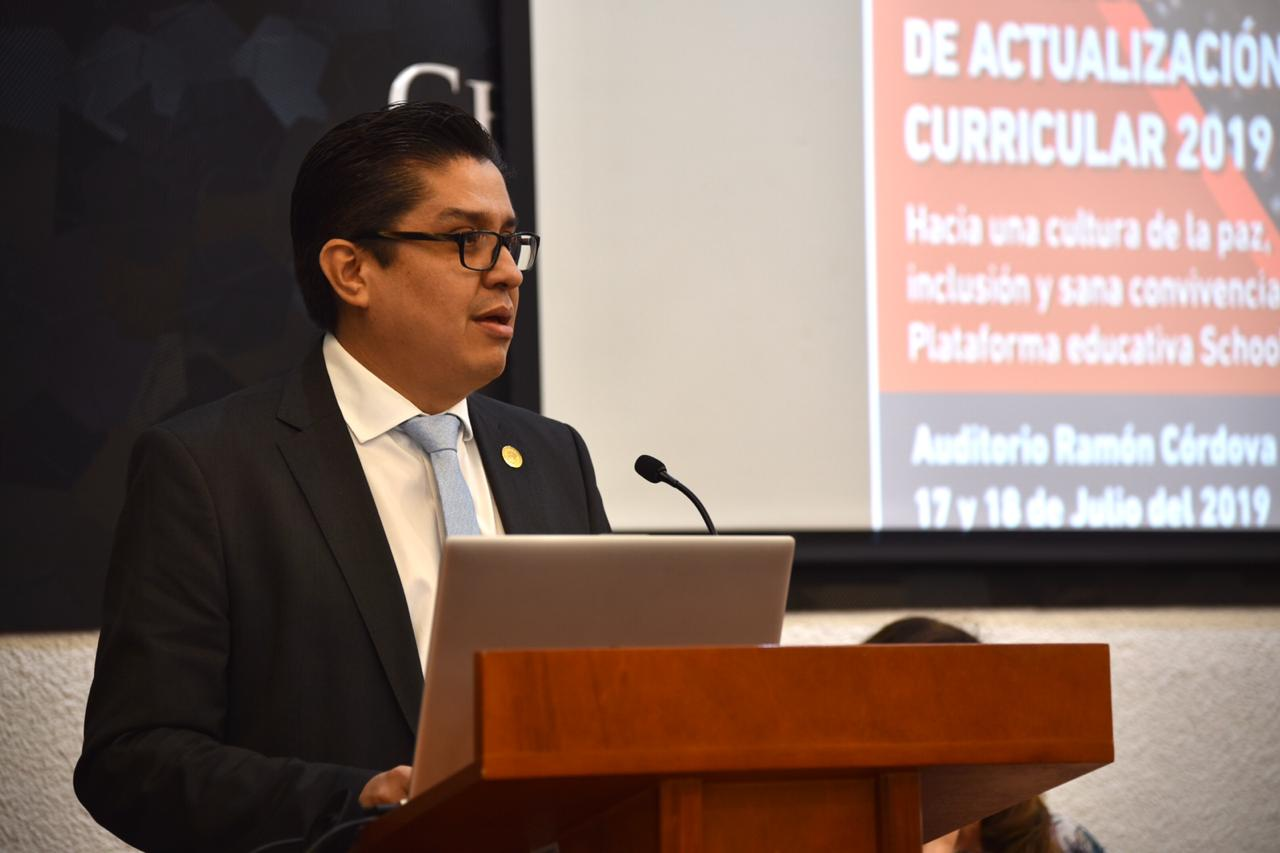 Rector del CUCS declarando inaugurada la cátedra