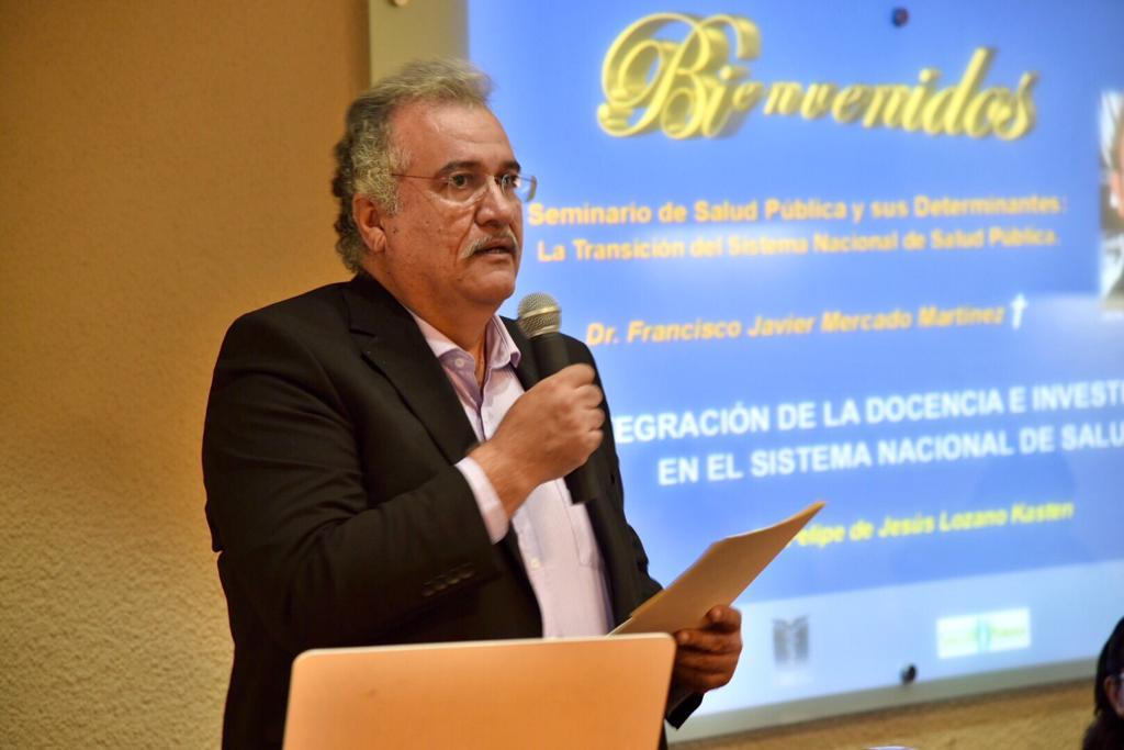 Momento de la lectura de la semblanza del Dr. Francisco Mercado