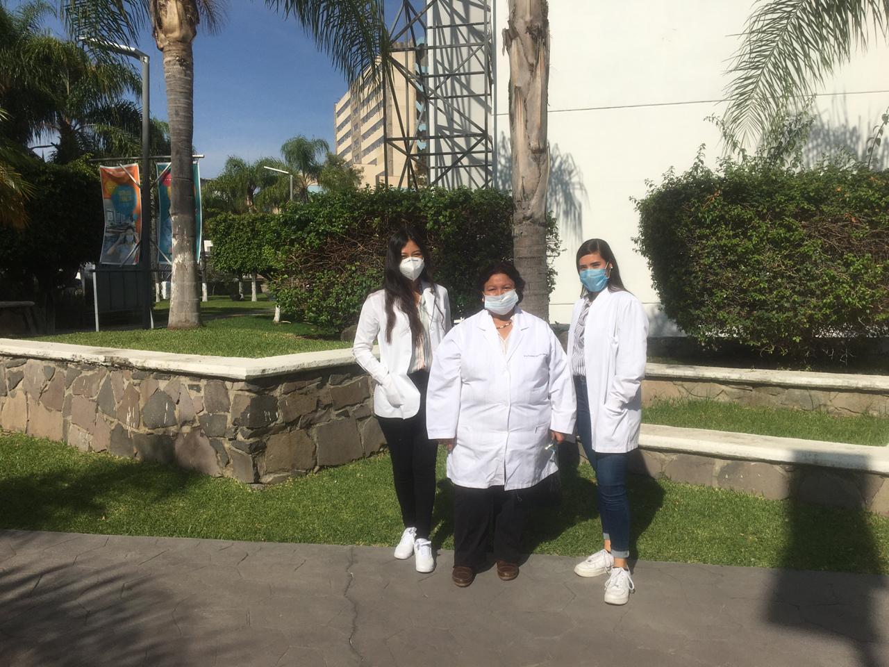 Grupo de ganadoras del Premio Código Ciencia 2020 en los jardines de Rectoría