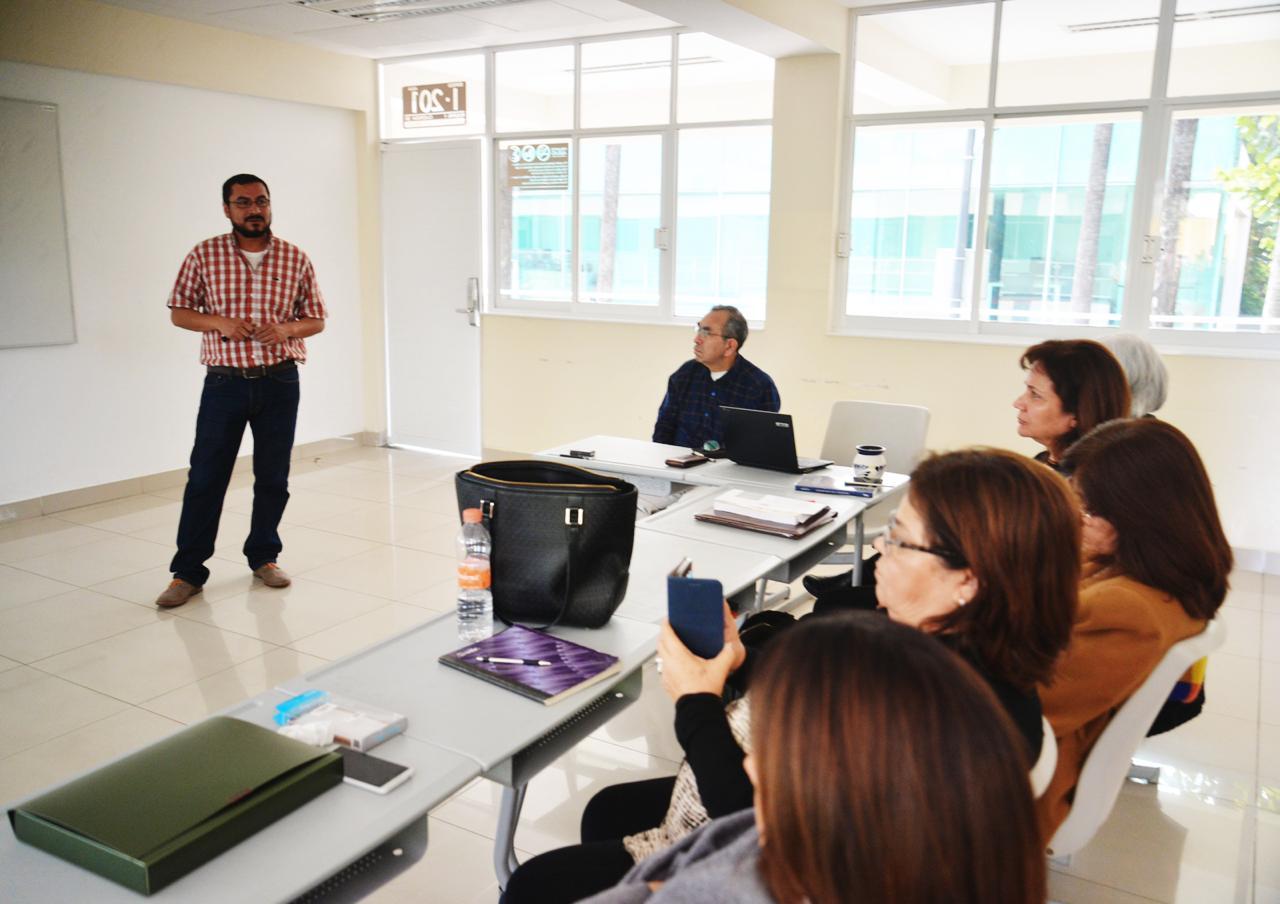 Investigadores y académicos reunidos en Seminarios de investigación 1
