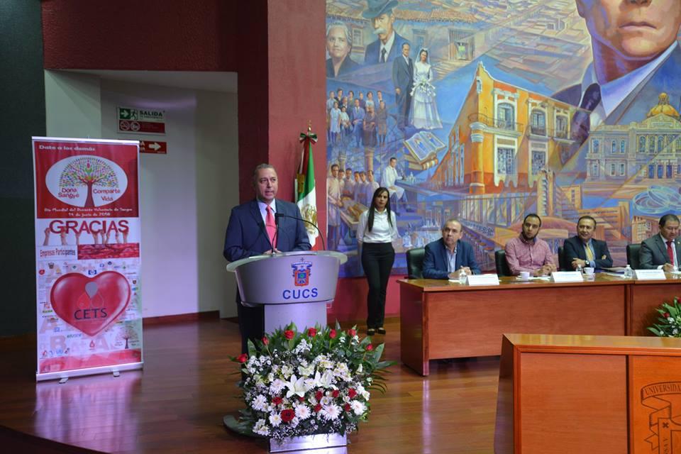 Dr. Francisco Preciado en el podio