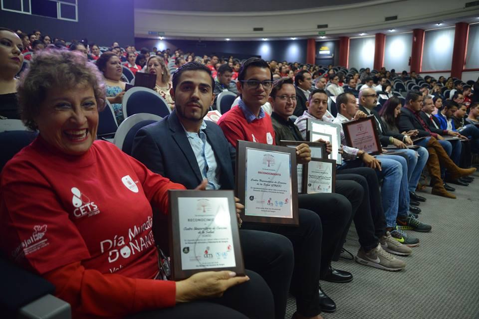 Universitarios reconocidos