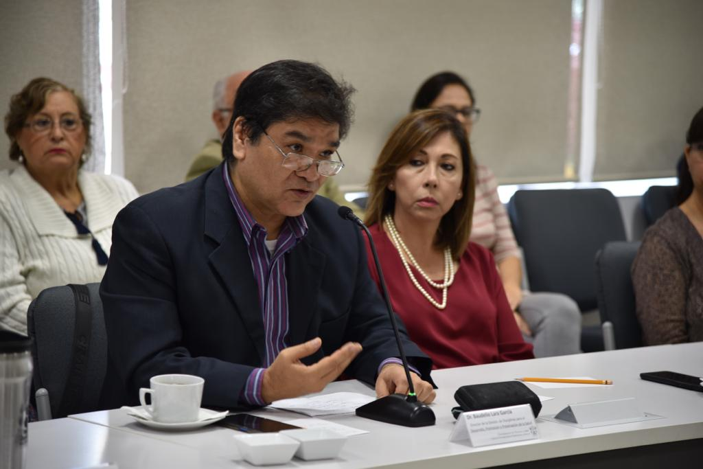Dr. Baudelio Lara haciendo uso de la voz