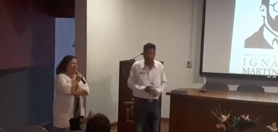 Francisco Pérez Chagollán impartiendo conferencia