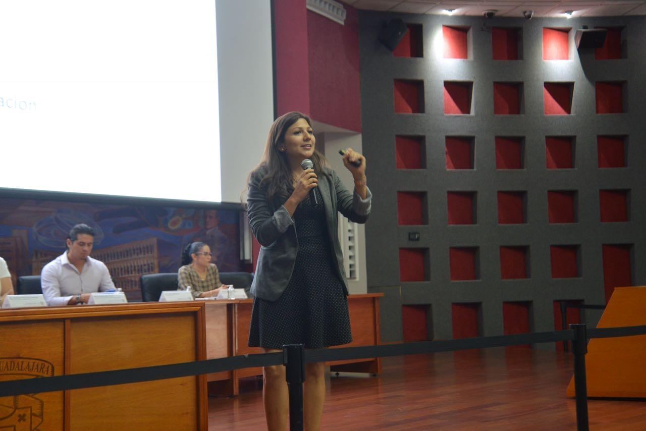 Diana Monsalve, presentando al ENAGO