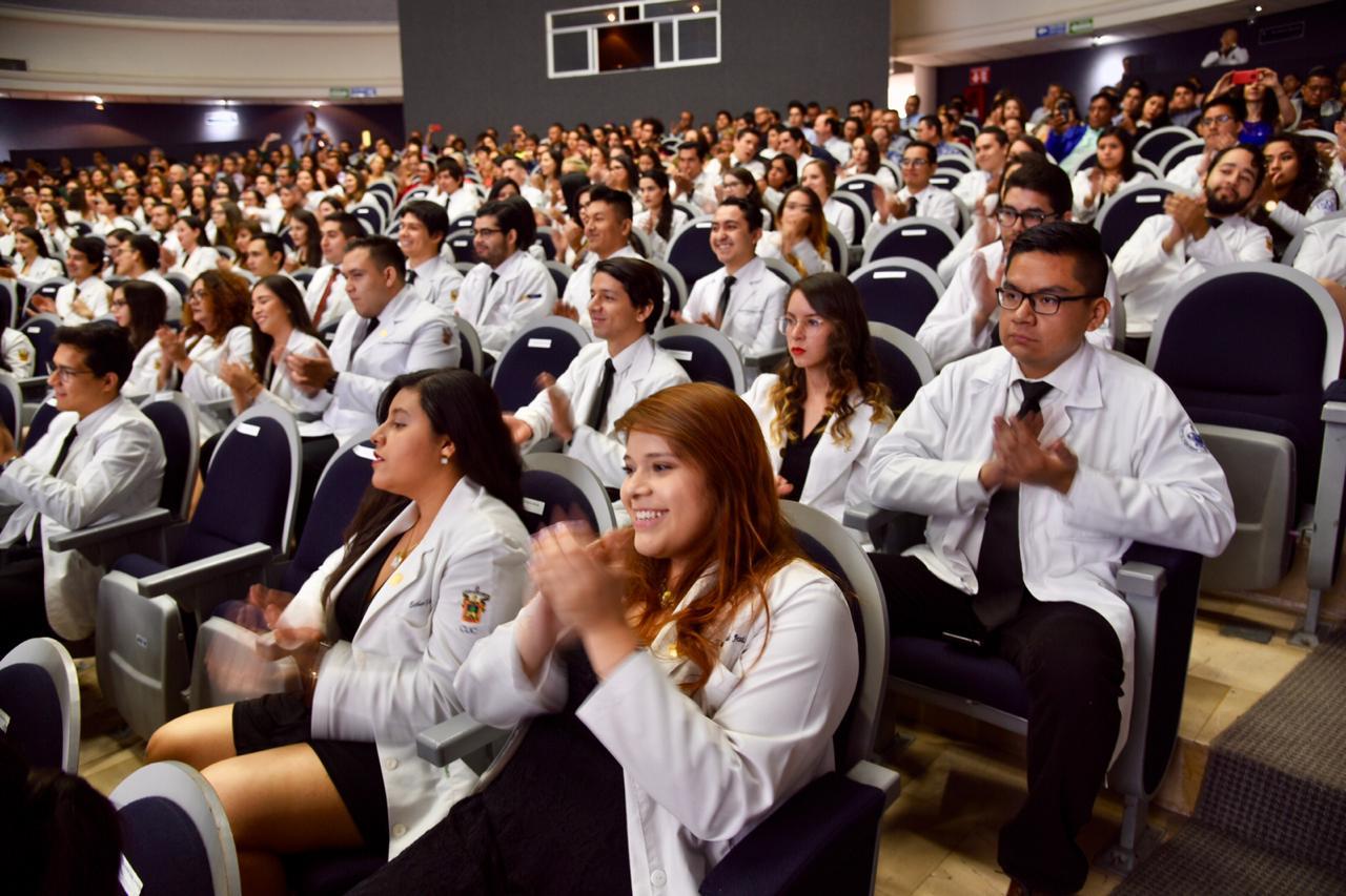 Toma general en el auditorio de graduados, familiares e invitados
