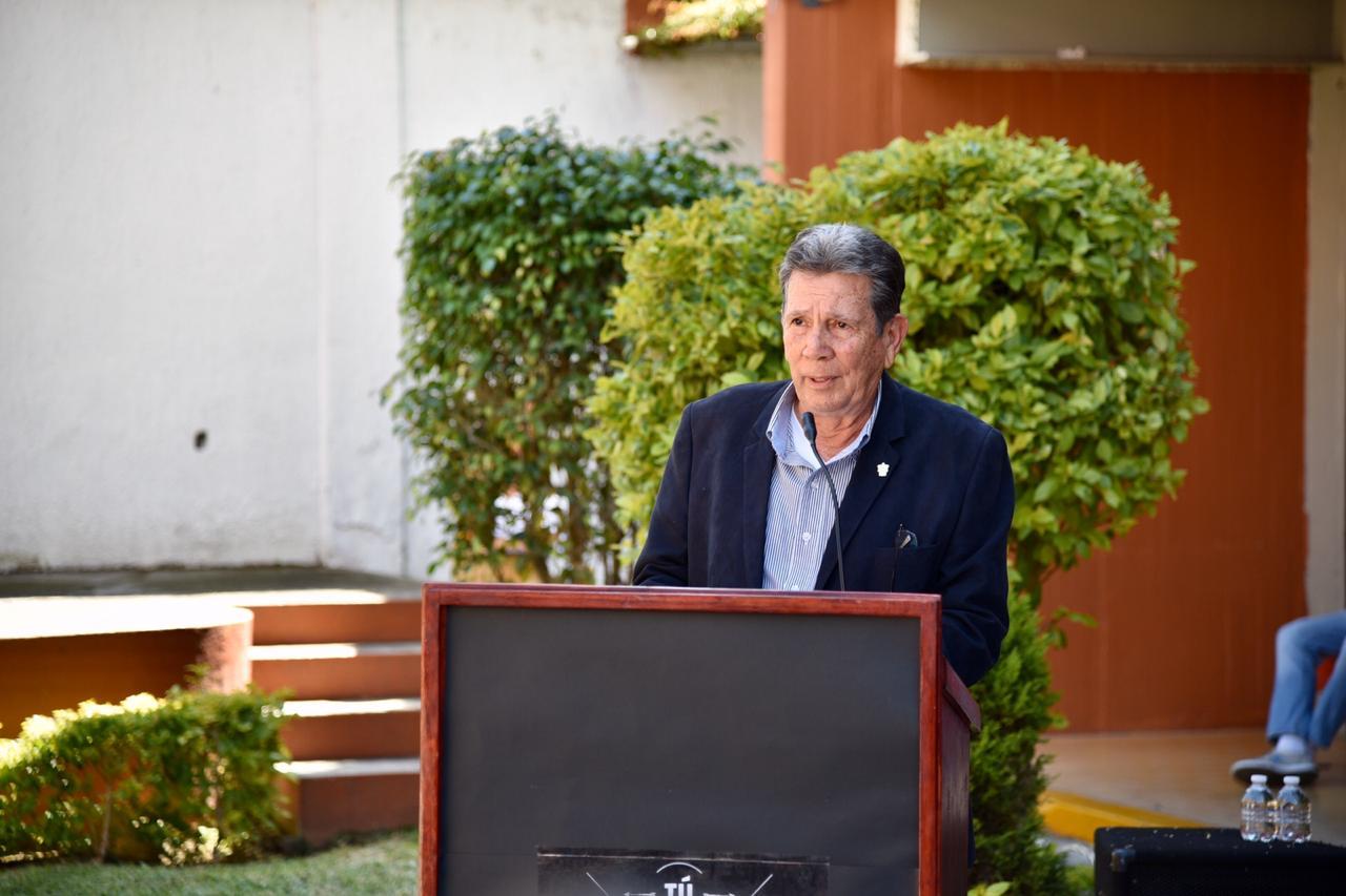 Director de la Prepa 11 ofreciendo mensaje en el lanzamiento del proyecto