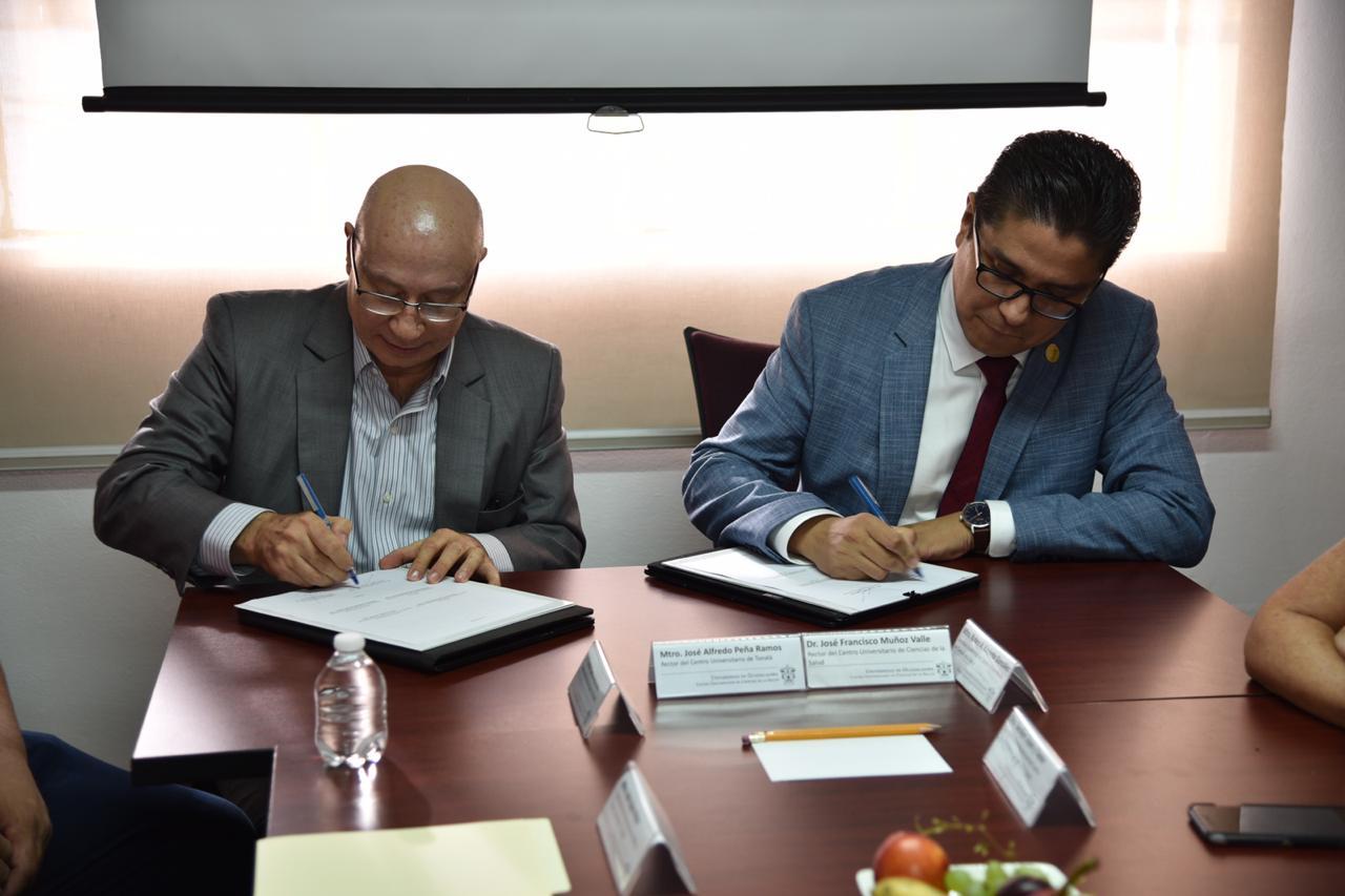 Rectores de CUCS y CUTonalá firmando el Acuerdo Específico