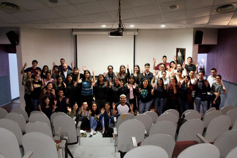 foto grupal al término del curso
