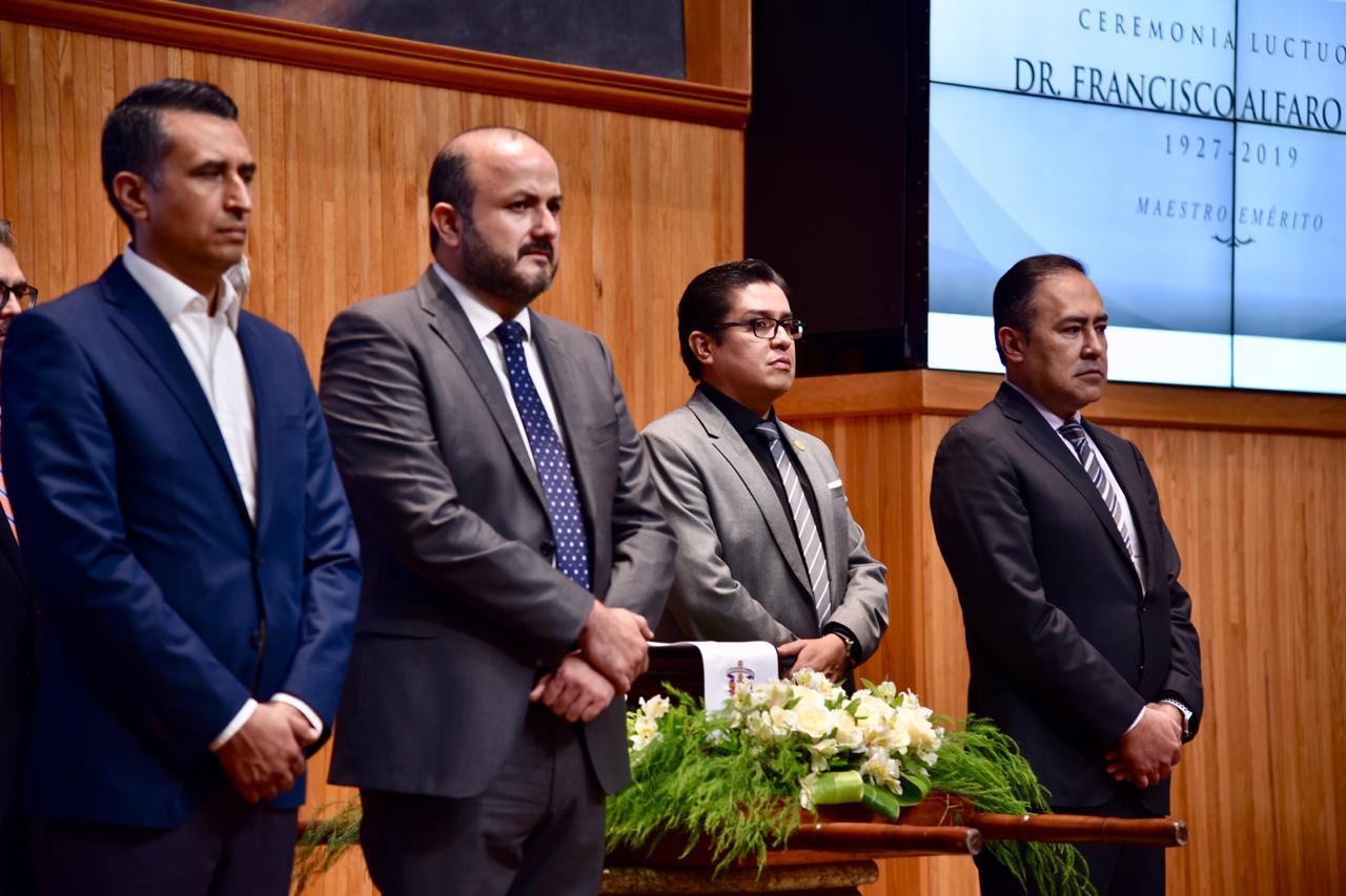 Principal guardia de honor encabezada por el rector general, entre los presentes figura el rector del CUCS