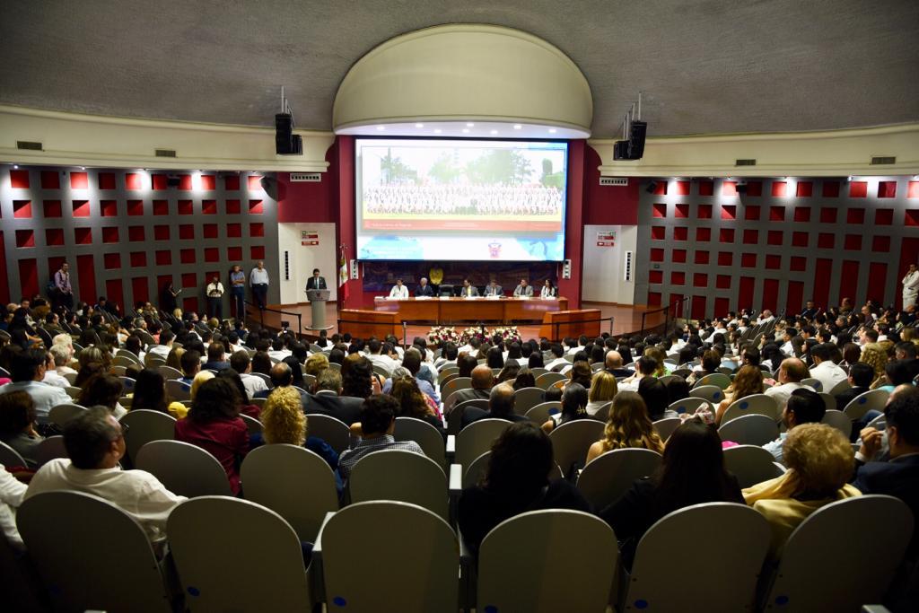 Vista general del auditorio tomada desde la parte trasera. Cupo lleno