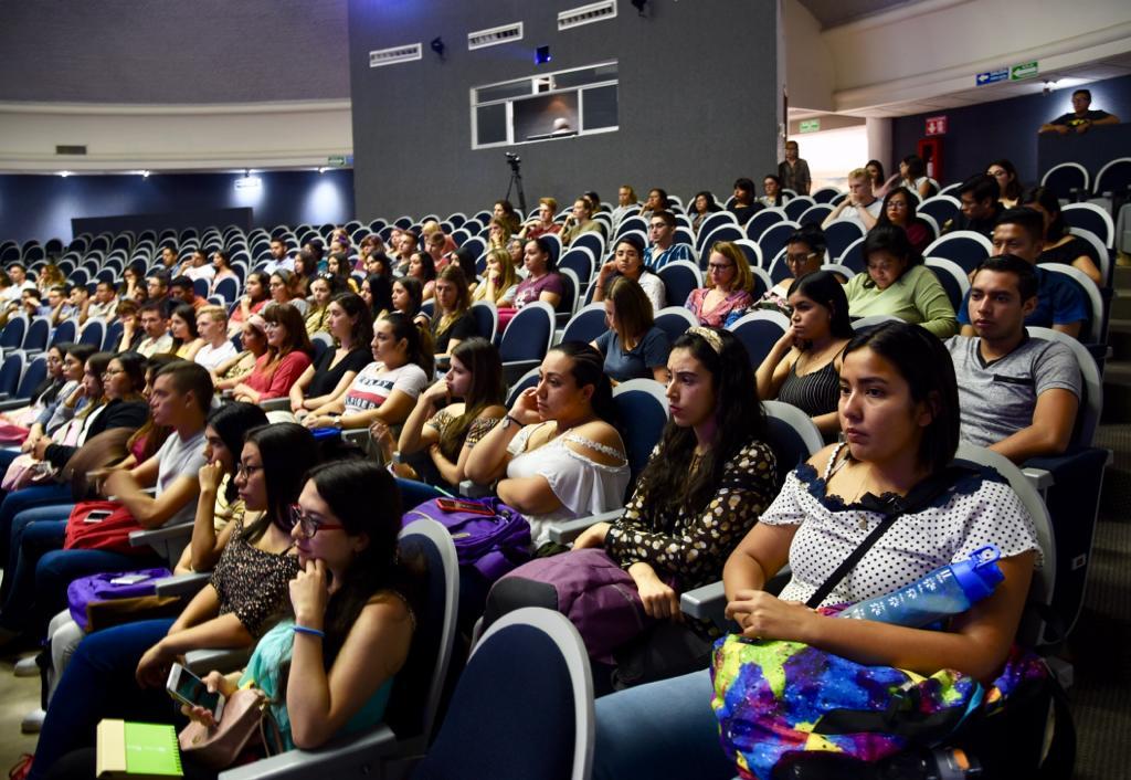 Vista general del auditorio con los estudiantes de movilidad