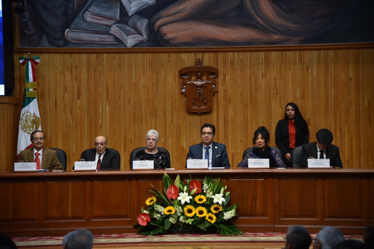 Miembros del presídium en acto académico por 50 aniversario