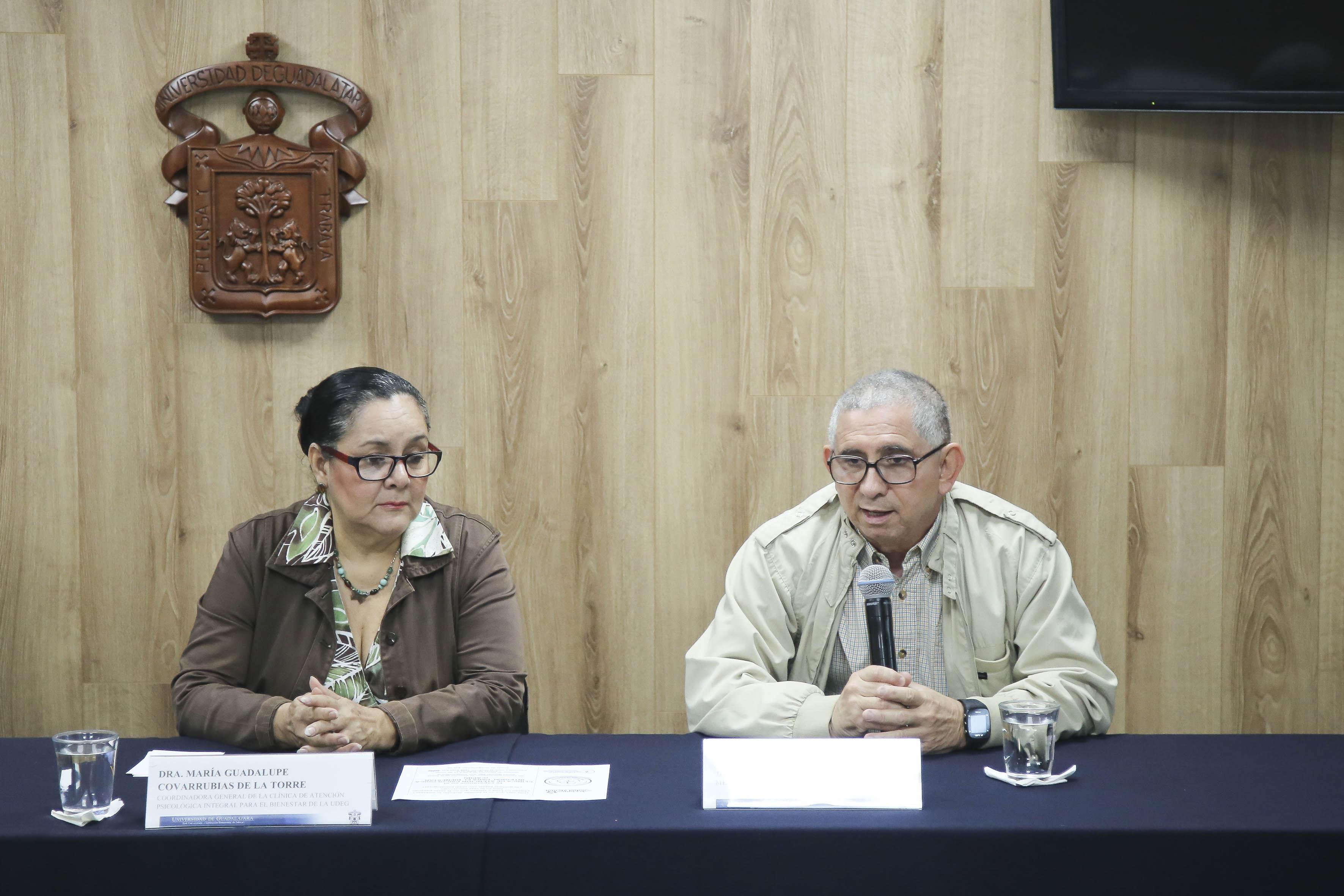 Dr. Alberto Ríos junto con la Dra. Guadalupe Covarrubias