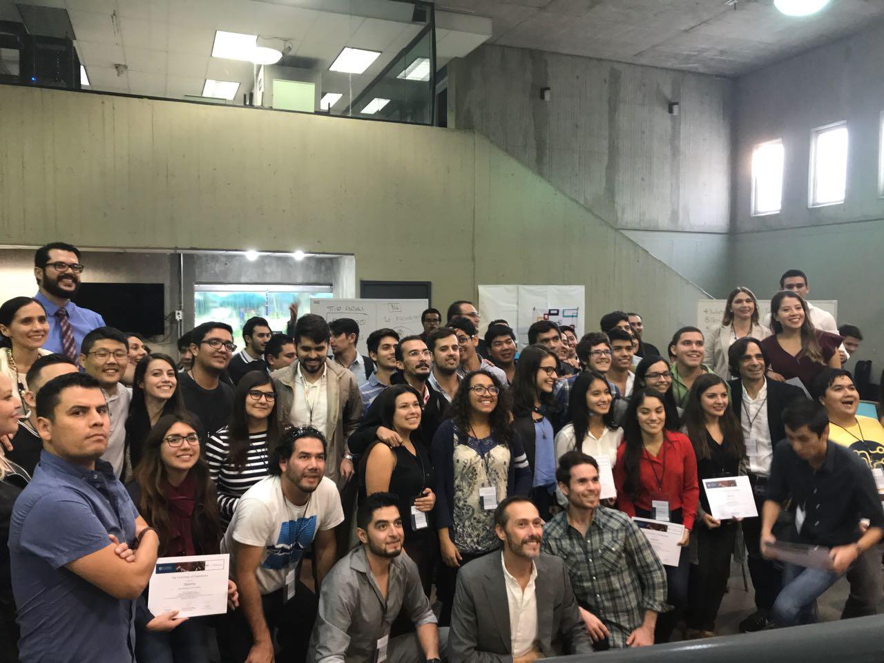 Segunda toma de estudiantes de la UdeG durante la premiación en CUCEA