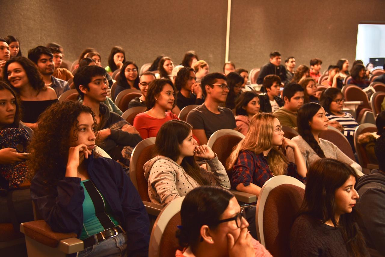 Vista general del auditorio lleno derecha