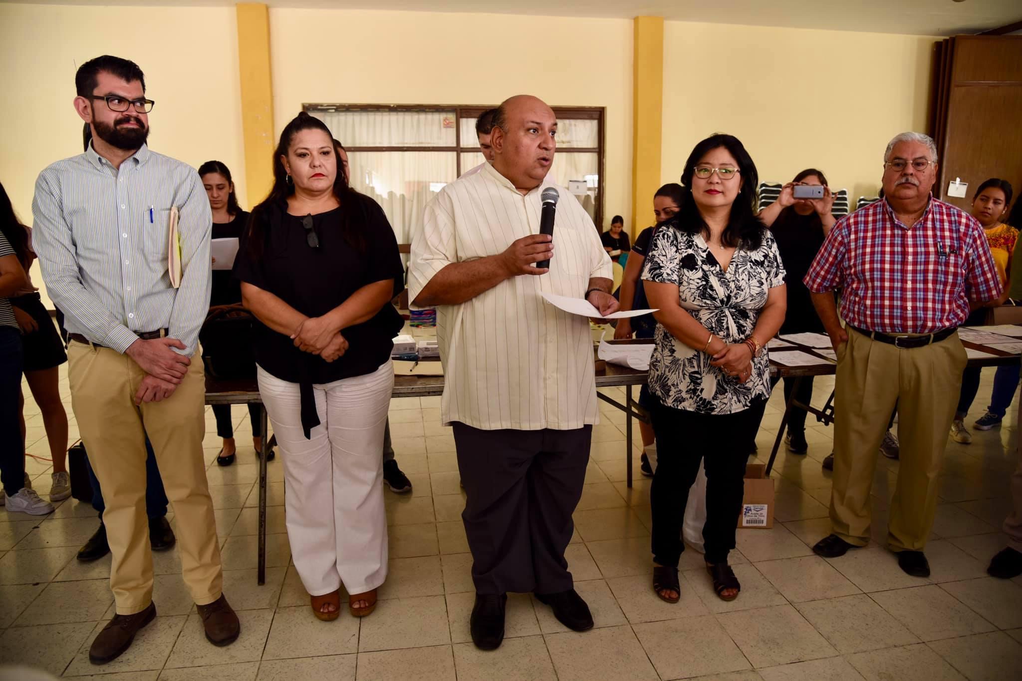 Mtro Francisco Gutiérrez dando mensaje de cierre