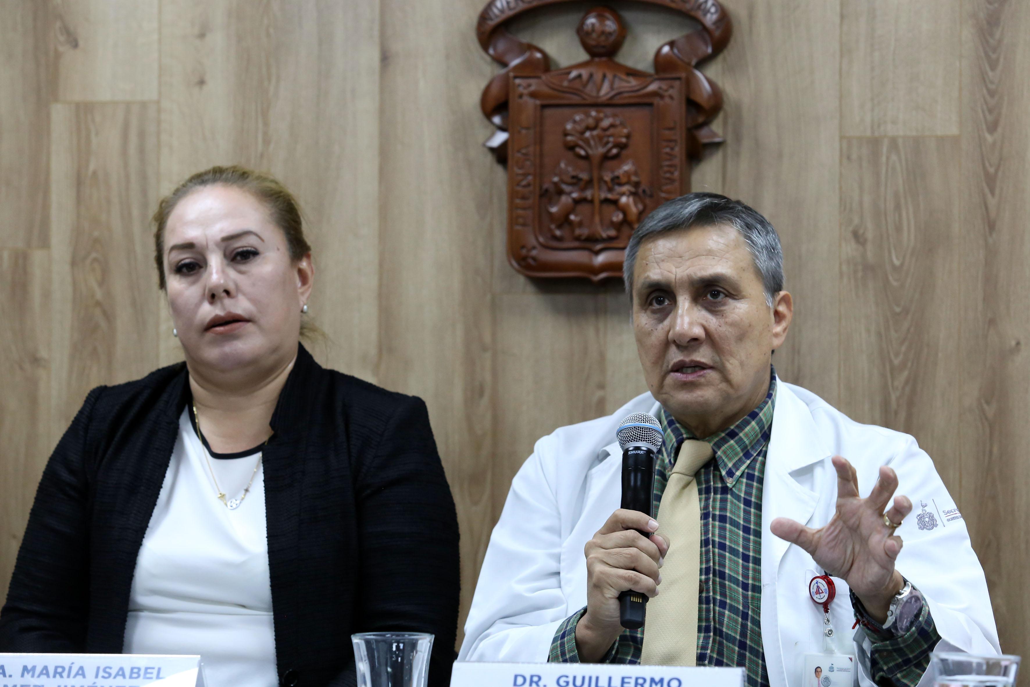 Dr. Guillermo Aréchiga en la Rueda de Prensa haciendo uso de la voz