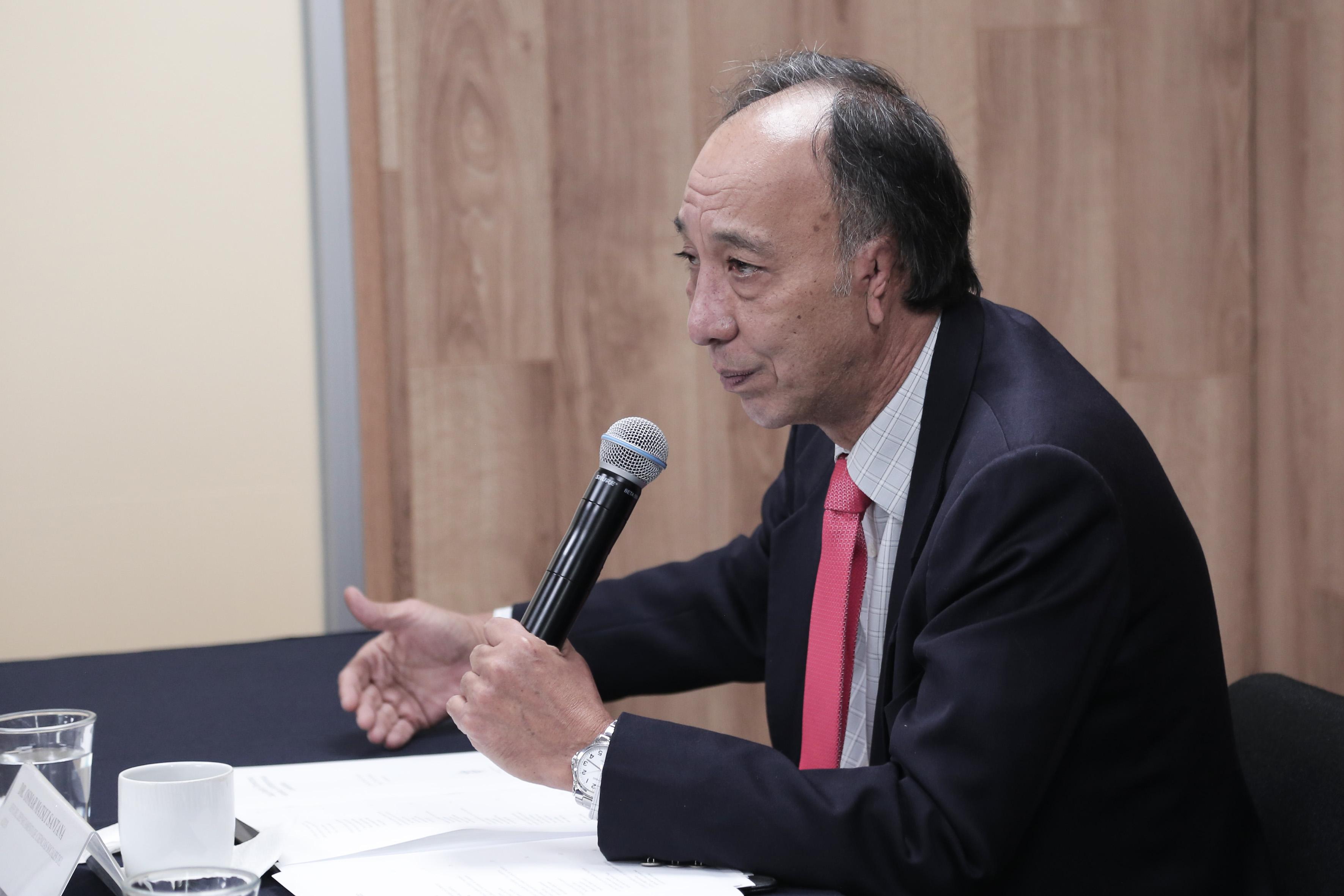 Dr. Osmar Matsui al micrófono