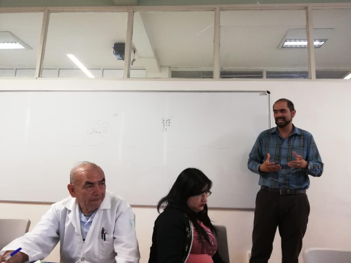 Ponente 2 Universidad de Guanajuato impartiendo seminario