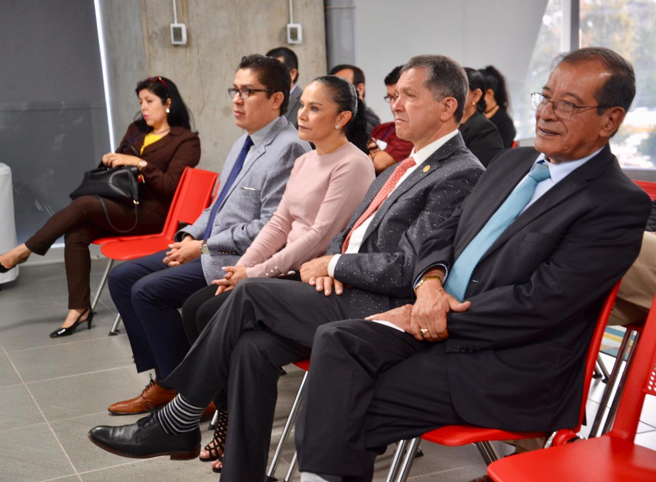 Funcionarios asistentes a la inauguración del proceso de evaluación