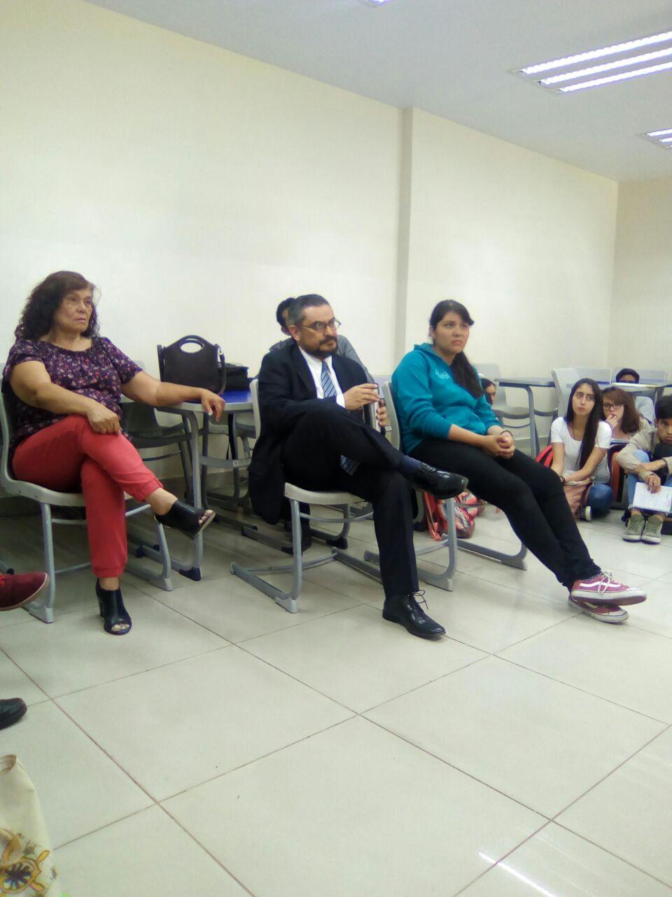 Maestros del CUCS participando en el conversatorio