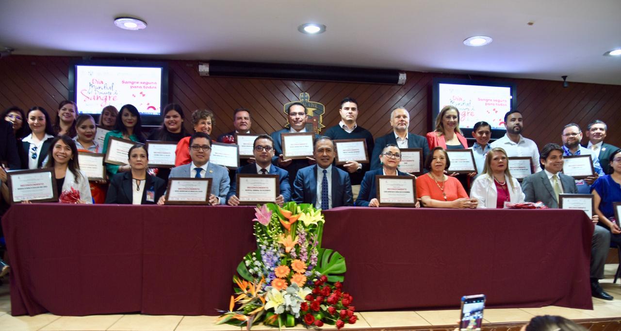 Foto grupal de organizaciones reconocidas