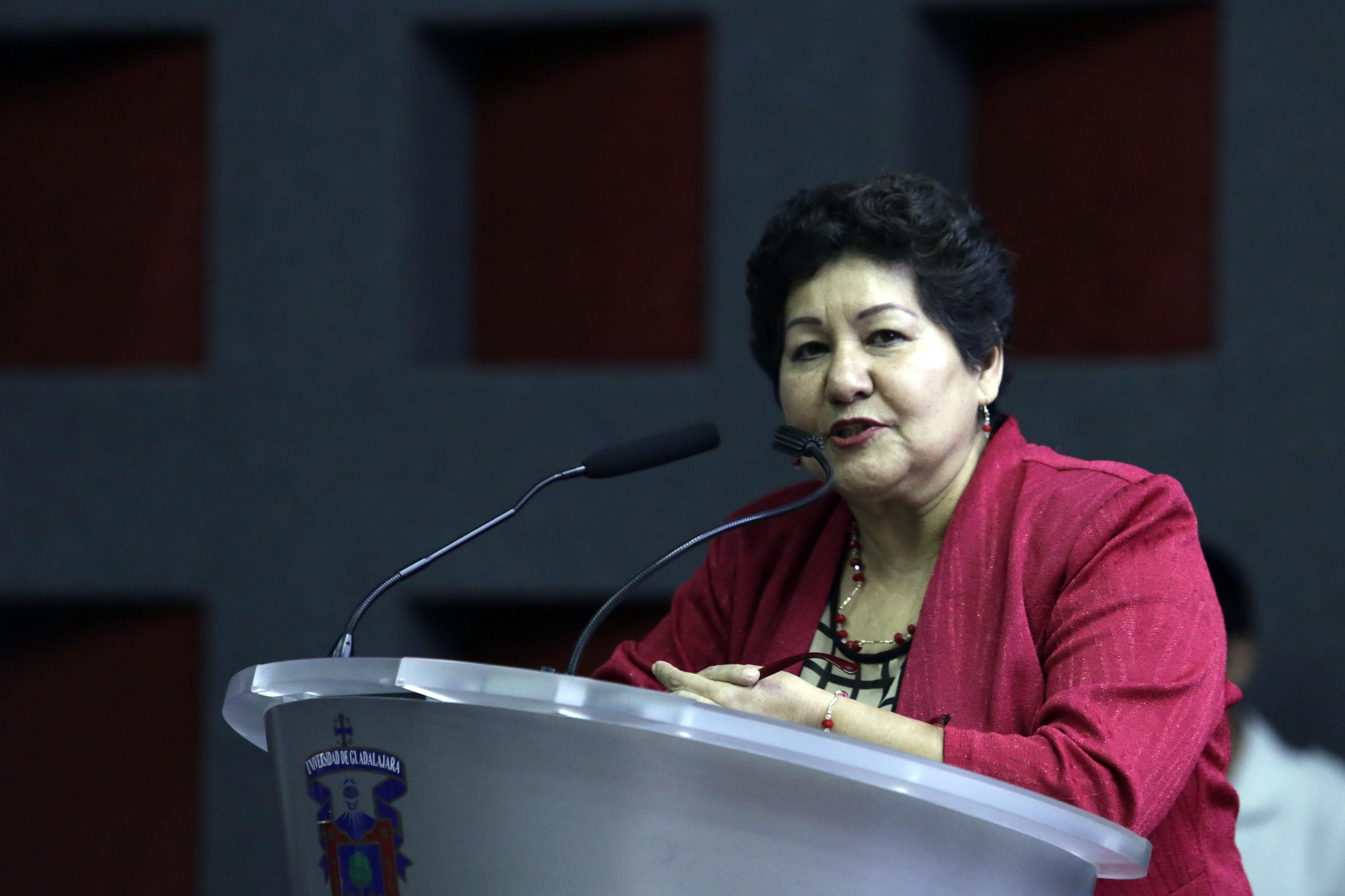 Dra Olga Romero Estrada, Jefa Departamento Enfermería Integral Aplicada, dandol la bienvenida