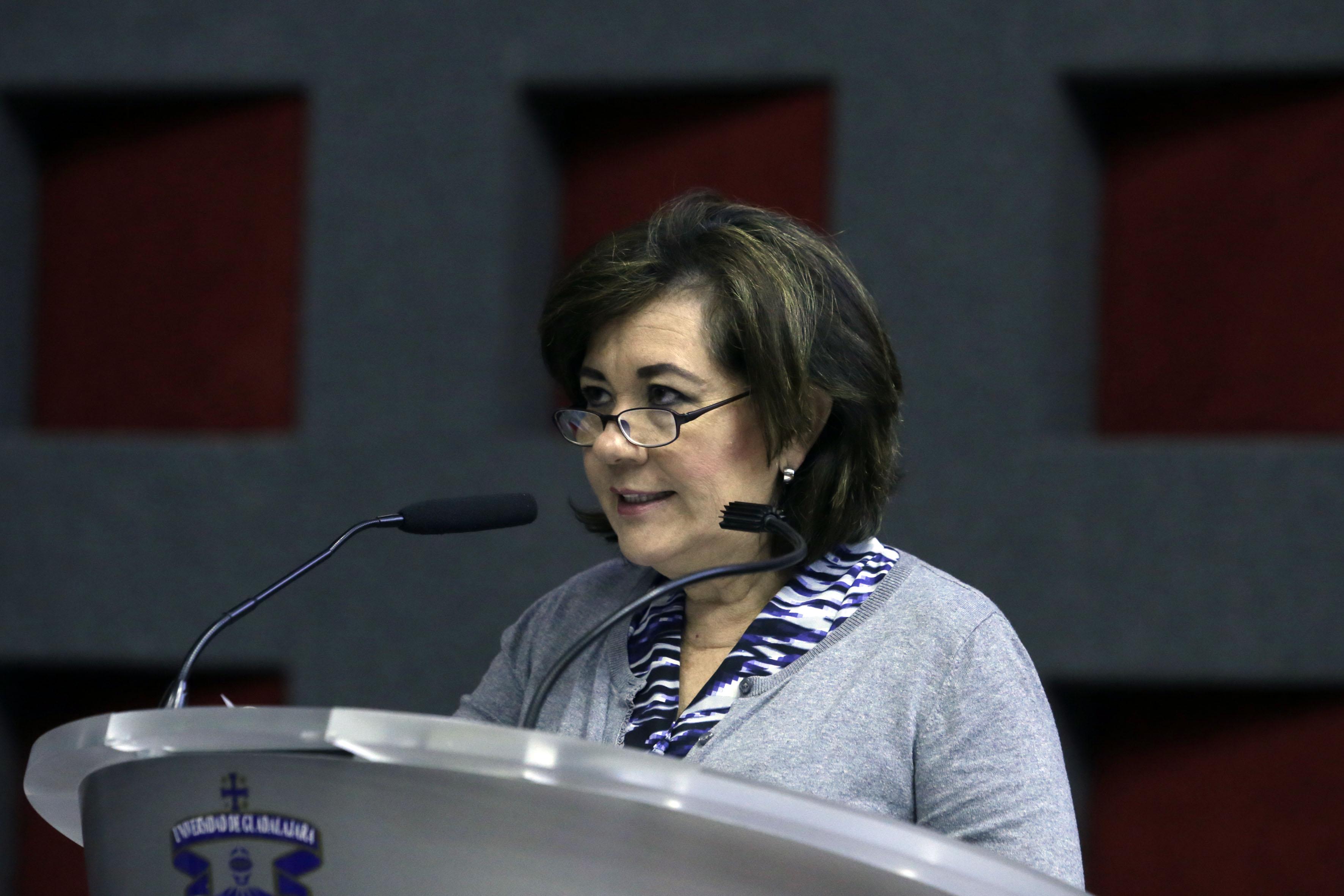 Dra. Ana Mercado ofreciendo discurso inaugural