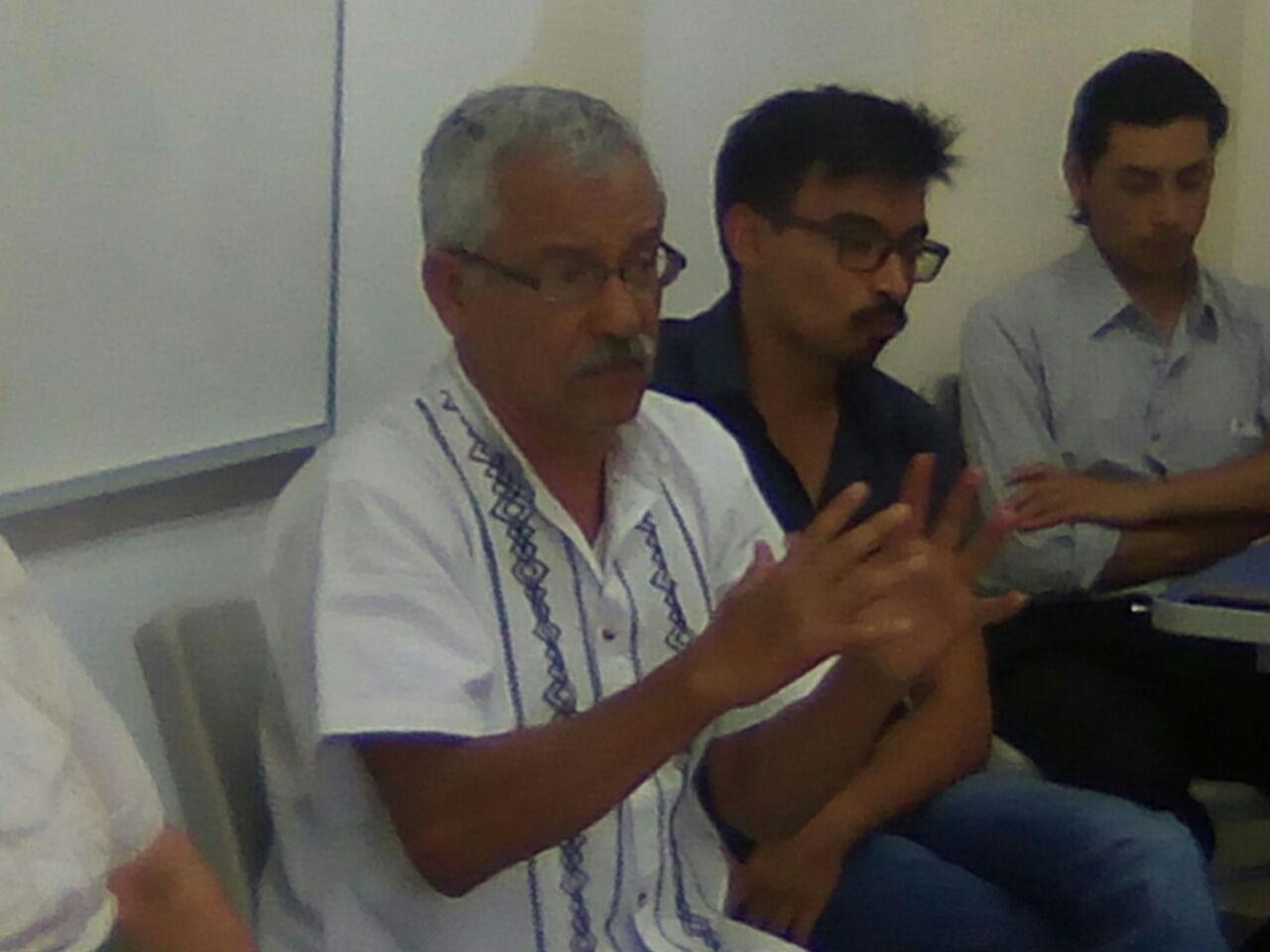 Juan Manuel Negrete participando en el conversatorio 2