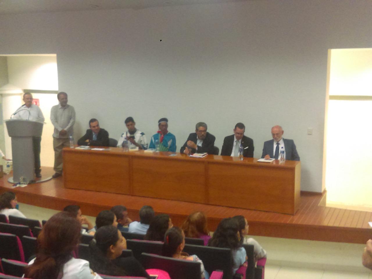 Miembros del presídium durante la presentación del libro
